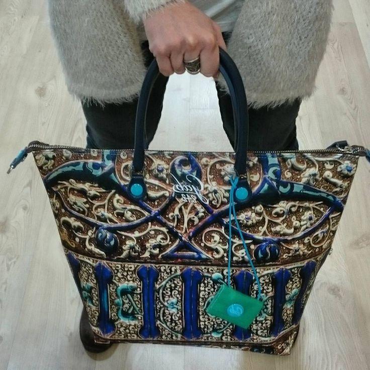New Collection, Gabs Studio, fantasia Ceramica 🎶.€ 135,00. Disponibile Online su Carpel Shop. ▶ Per Info e Acquisti: WhatsApp 3381942305, Facebook Pvt, 📩 carpelpelletterie@gmail.com ◀ #Gabs #gabsstudio #italianbrand #print #ss2017 #ss2017collection #style #instafashion #instastyle #bag #borse #style #picoftheday