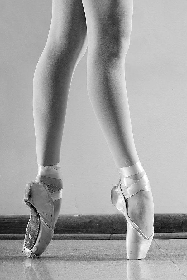 днем рождения, картинка ноги балерины в пуантах деятельности группы компаний