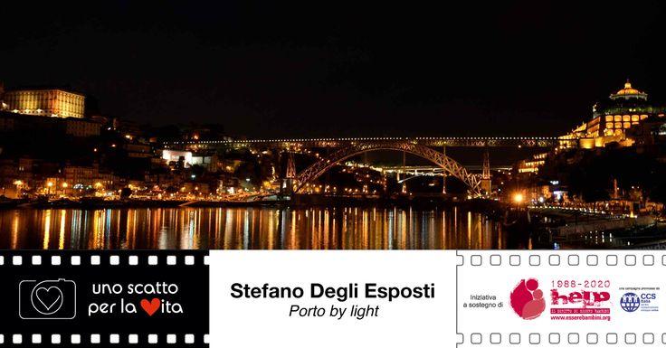 """""""Ripresa notturna a mano libera di Porto col ponte di Eiffel in primo piano e le mille luci della città che si riflettono sulle acque del Douro"""". Stefano Degli Esposti per #unoscattoperlavita ▶▶▶▶ http://goo.gl/OzM9gP"""