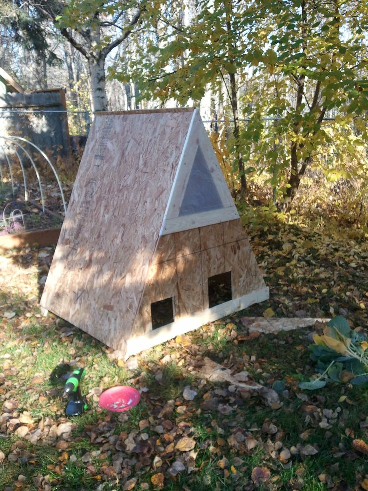 47 best images about chicken coop on pinterest chicken for Homemade chicken house