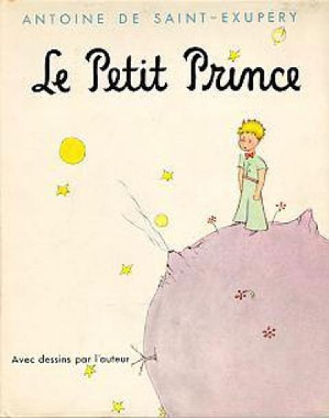 conte poétique et philosophique, le Petit Prince est d'abord publié aux Etats-Unis en avril 1943 puis en France en 1946.  Antoine de Saint-Exupéry entame l'ecriture de Petit Prince en 1942 pendant son exil aux Etats-Unis. Il puise ds la richesse de ses expériences et de son imagination pr raconter un histoire singulire et universelle. Il décide de dessiner lui-meme le portrait de de son personnage et crée un univers à la fois unique et reconnaissable par tous. en racontant l'histoire du…