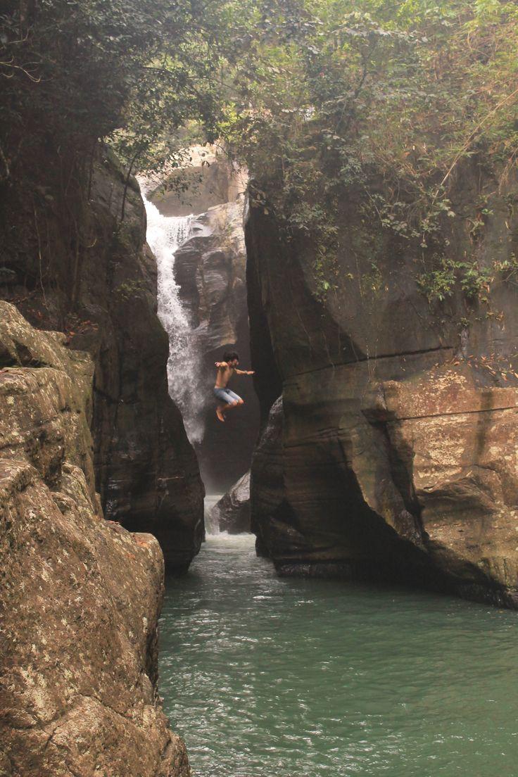 One... Two.. Three.. JUUUUMP!! #CuncaWulang #Falls #Magnificent #ManggaraiBarat #Waterfalls #Flores #EastNusaTenggara #Indonesia #Indonesia7adventure