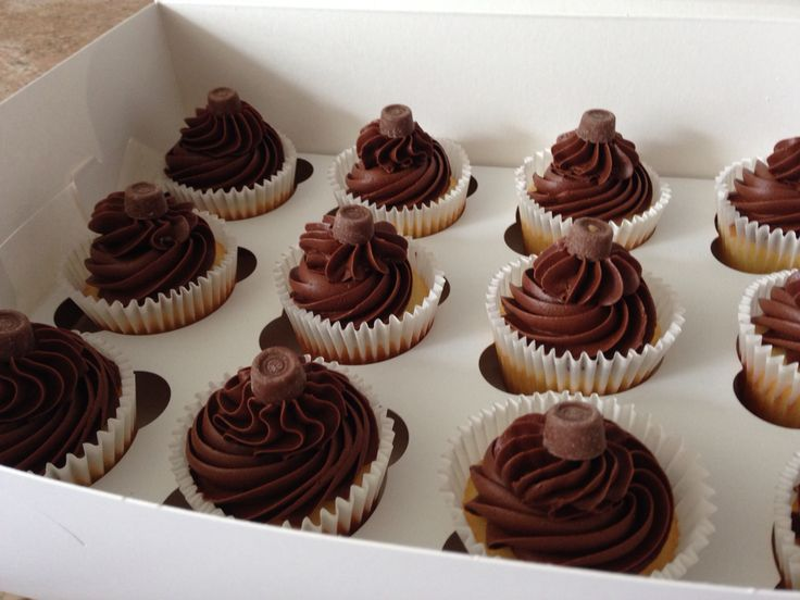 Chocolate cupcakes with rolo chocolate toppings ! Delicious triple chocolate