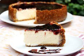 La mejor tarta de queso del mundo es esta New York cheesecake, sale deliciosa y da para unos cuentos, te lo puedo asegurar. Ideal para cumpleaños.