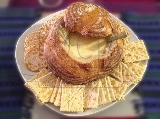LUCIAcocina, dip de queso en pan casero de Masa Madre  http://luciacocinabogota.blogspot.com/