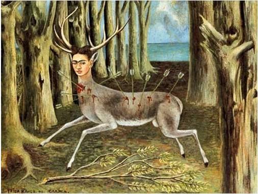 프리다 칼로, <상처 입은 사슴>, 1946  가지가 모두 부러지고, 기둥조차 점점 썩어가는 듯한 나무들에 둘러싸여 여러 대의 화살을 맞아 피를 철철 흘리고 있는 사슴은 어찌할 바를 모른 채 정면을 응시하고 있다. 사슴의 몸에 꽂힌 화살들은 꼭 그녀의 몸을 관통한 쇠파이프 같고 주저앉은 사슴의 몸은 일어나지 못하는 그녀 자신의 몸을 표현하였지만 <부서진 기둥>에서 고통을 눈물로 호소했던 것과는 다르게 의연한 표정으로 고통을 이겨내고 있다