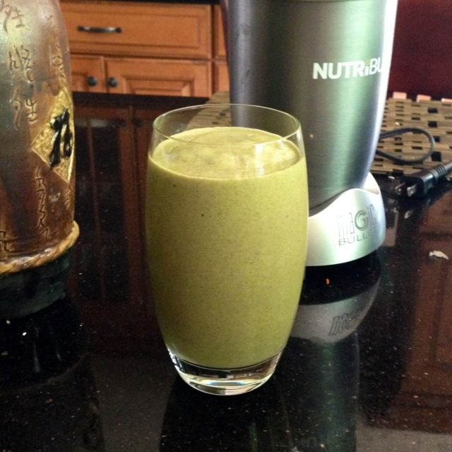 green smoothie with Amazing Grass Organic Wheat Grass Powder