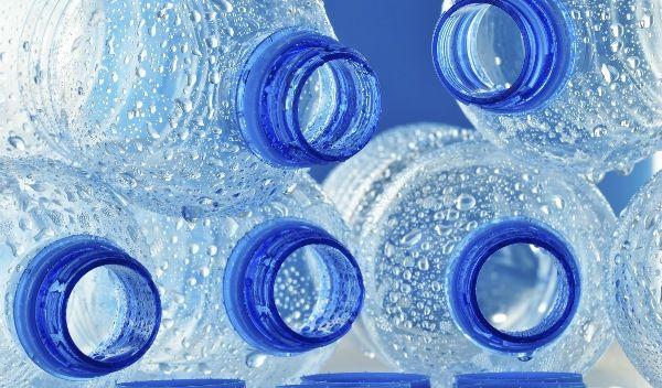 ¿Por qué es peligroso rellenar garrafones de agua?