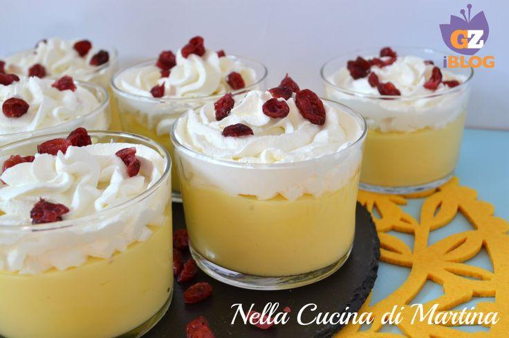 La crema al limone è un dolce al cucchiaio molto fresco, ricco e facile da fare, adatto tutto l'anno, fa però la sua porca figura nelle tavole primaverili.