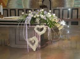 Risultati immagini per fiori chiesa banchi