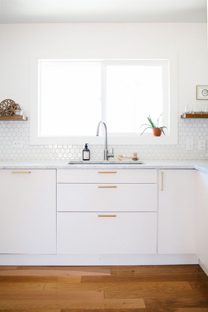 13 sleek white modern kitchen backsplash ideas