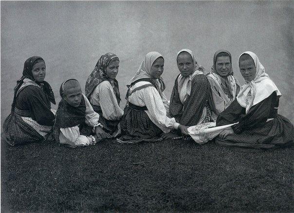 Девчата. 1914-1916. Фото С.А.Лобовикова