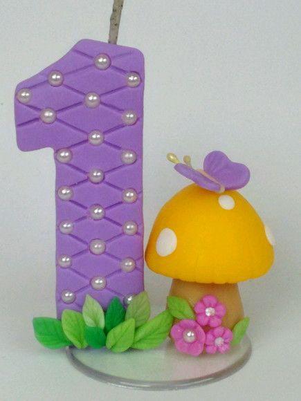 Vela confeccionada em biscuit, tema Jardim Encantado.  Tamanho: 05 cm largura - 06 cm de altura aproximadamente.