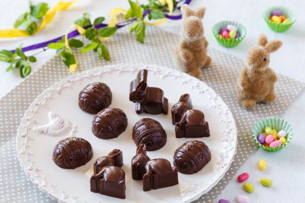 U domácí ledové čokolády přesně víte, že v ní není nic špatného. V silikonové formě s motivem velikonočních vajíček a zajíčku ji s naším receptem hravě vyrobíte.