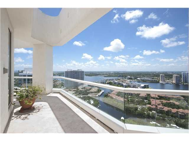 http://www.miamicondoproperty.com/info/property/condo/A1837021/#photos