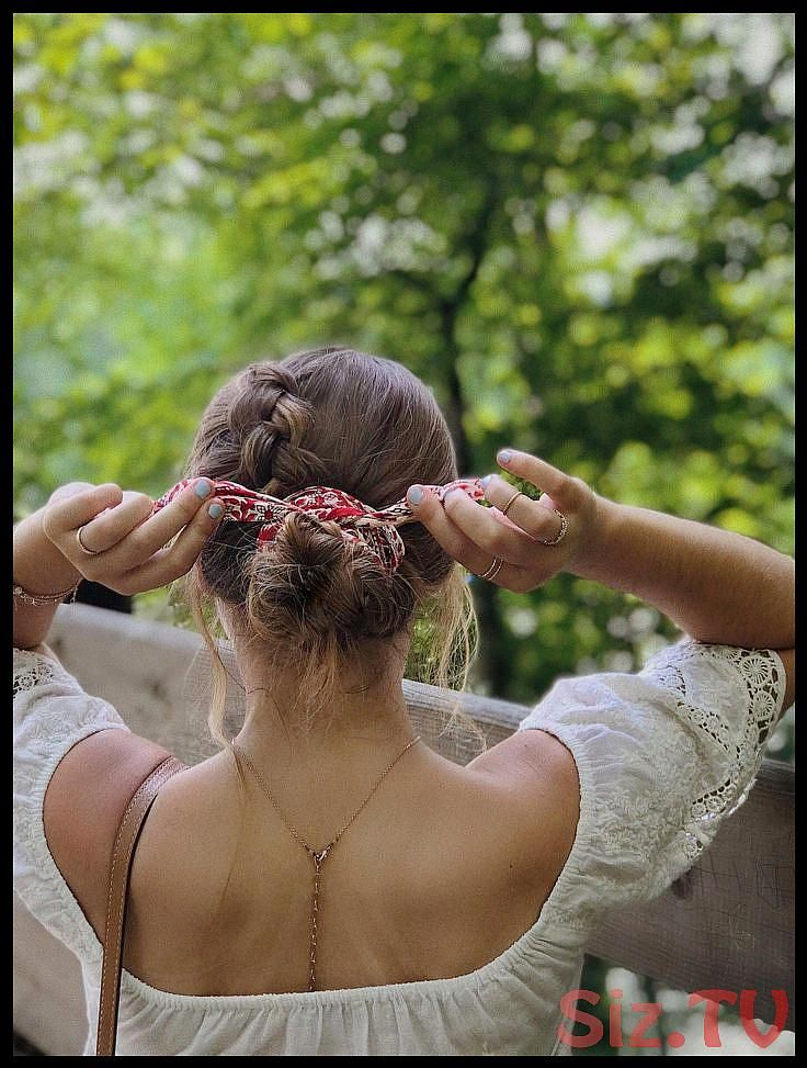 summer hairstyle bandana tie madewell lace top tan lines simple look messy bun Dutch braid boho vibes photo inspo Braidedhairstyles summer hairstyle b...