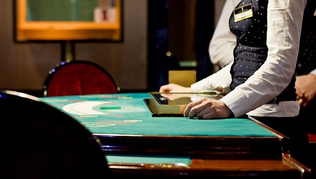 "Casino offers:  - American Roulette   - ""Black Jack""  - Oasis Poker   - Poker max   - Russian poker  - Progressive jackpot  - Slot machines ""Novomatic"", ""Gaminator"""