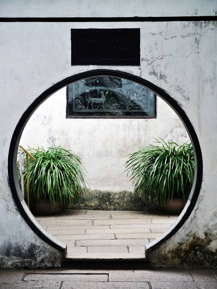 Chinese Architecture - Moon gate!! Love this idea. Photo by DesignClaud