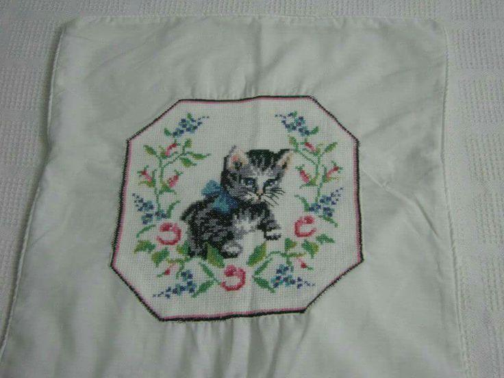 Cojín gato punto de cruz