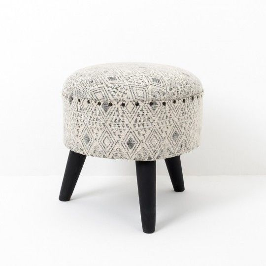Made in Jaipur, synonymous with the textile industry of India. This irresistible little stool has a black monochrome hand block pattern on a pale stonewash cotton with grey wash wooden legs.
