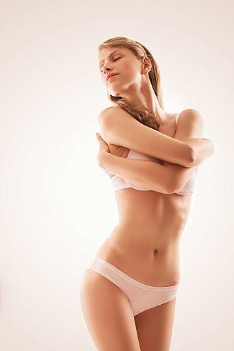 ウエストを細くし、くびれを作りたかったらまずは腹筋運動?!いいえ、もっと簡単で効果的な方法があります。くびれを作りたかったら腹斜筋と腹横筋を 筋トレ とストレッチ で鍛えましょう。
