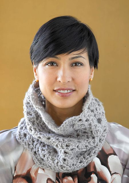 Scalloped Cowl, free crochet pattern by Lion Brand Yarn, 1 skein project