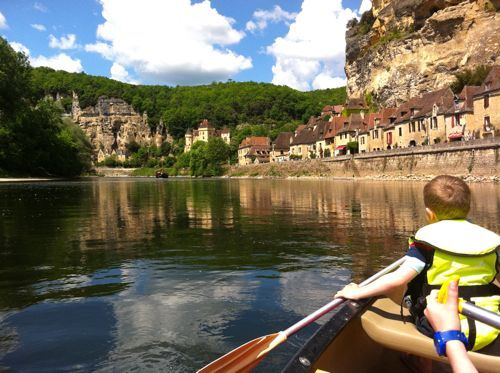 Design Mom is living in France for a year. (really fun blog, if you haven't looked). Canoeing on the Dordogne? Something I want to do one day.