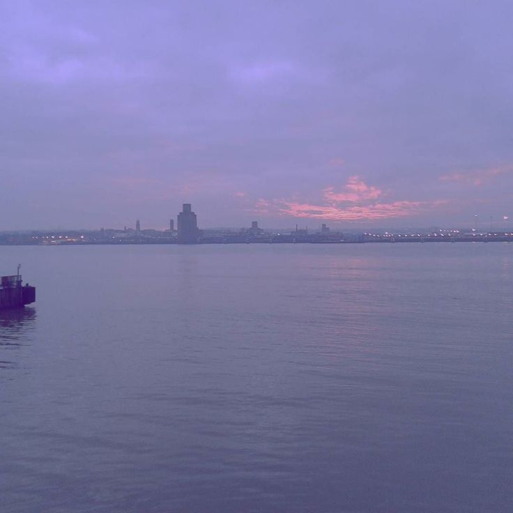 Sunset #sunset #tramonto #livingabroad #Liverpool #italianiininghilterra #italianiallestero #livingabroad #expat #expatlife #italiansabroad #moretti #katia #nofilter #England #uk #magic #magia #purple #viola #instagram #instapic #instaitalia