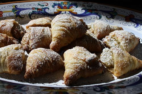 Sfogliatelle Recipe - my favorite pastry - I will attempt this someday.