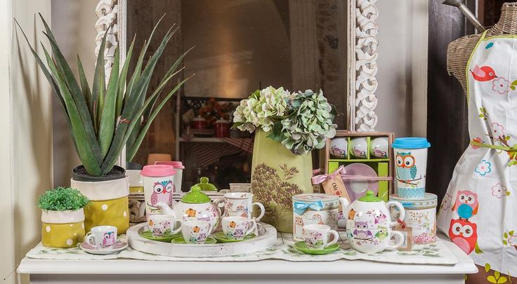 Make your home more Fashionable by decorating your dearest place with amusing, positive and adorable owl tea sets, cups, transportable coffee cups and boxes!