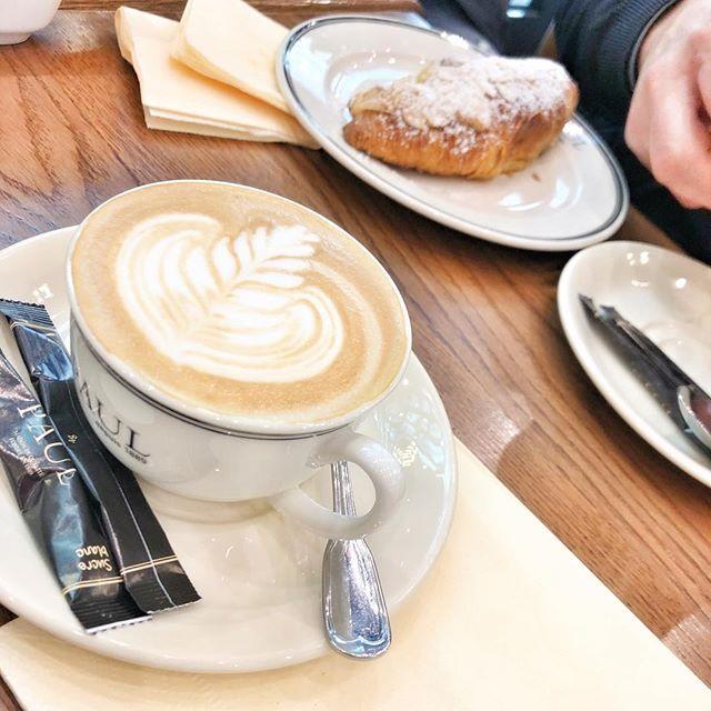 Доброе утро мои дорогие!   Соскучились?  Я очень скучала но времени на интернет в путешествии с 5-ю итальянскими друзьями совсем не было!  Зато появилось множество новых забавных историй которыми я буду делиться с вами в ближайшие дни!  Готовы?    #italians_in_russia#russia#italia#italy#moscow#venezia#friends#funny#time#holiday#life#cold#snow#gm#morning#goodmorning#coffeetime