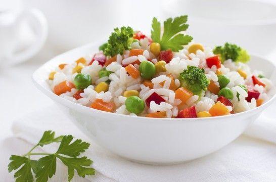 Las cinco ensaladas de arroz imprescindibles | EROSKI CONSUMER. El arroz es un ingrediente muy versátil para preparar ensaladas deliciosas y refrescantes