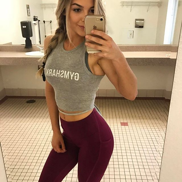 You can't go wrong with @gymshark workout clothes kaitlinqueen wearing the Sculpture leggings and Ribbon crop