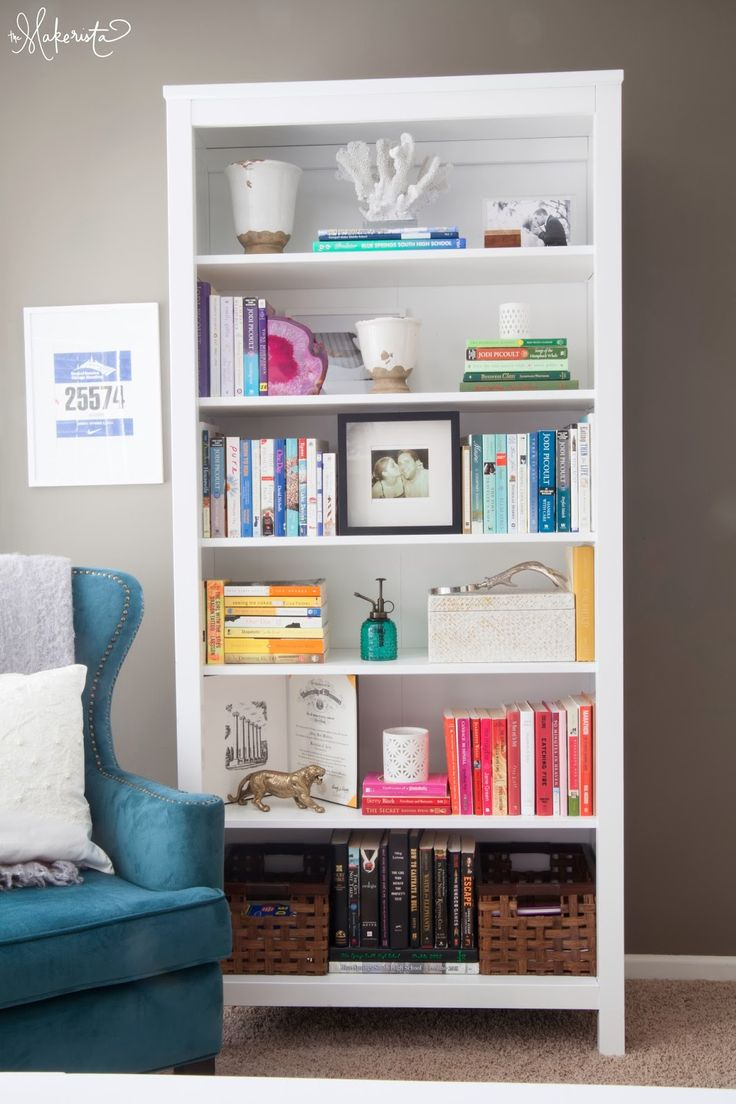 Great shelving arrangement.. Makes me also want to get some white spray paint and whitewash my shelf and some decorational objects to go on the shelf