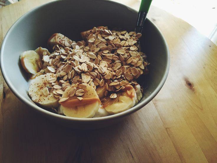 Oggi per colazione: fiocchi d'avena! I fiocchi d'avena sono un cereale perfetto per la prima colazione perchè, grazie alle loro proprietà nutritive, apportano la giusta quantità di energie al nostro corpo. Continua a leggere