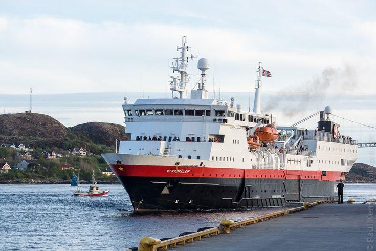navires hurtigruten | 10ème jour  - à Rørvik, le MS Vesterålen, navire de mon 1er voyage  © Paul Kerrien http:toilapol.net