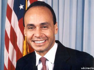 """Illinois Congressman Luis Gutierrez Called 'Communist' and 'Traitor' in Los Angeles [Video]   3.24.15   """"At a pro-illegal immigration event held at USC in Los Angeles, California, that was being conducted in Spanish only, Rep. Luis Gutierrez (D-IL) was met with shouts of """"communist"""" and """"traitor."""""""""""