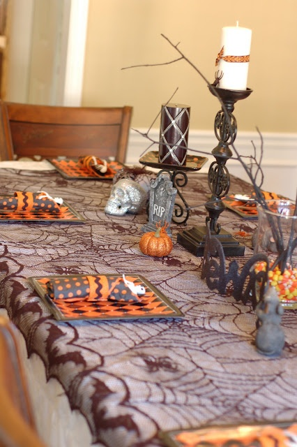 Life With Lulu and Junebug...And Carter, Too!: Halloween Tablescape - Lindsey's Party Part TwoTables Clothing, Halloween Parties, Halloween Dinner, Tables Sets, Halloween Decor, Halloween Tablescapes, Dinner Parties, Parties Tables, Tables Decor