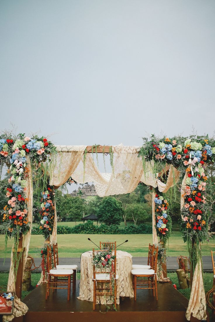 An Eclectic Bohemian Javanese Wedding At Borobudur Temple - 010