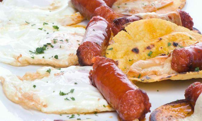 Receta de Talo con txistorra, queso y huevo frito