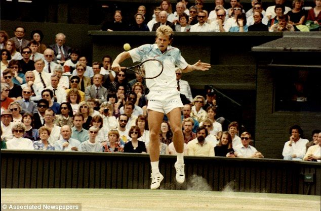 Roger Federer blasts 'extreme' Wimbledon dress code and reveals desire for more colour to be introduced at SW19 By Laurie Whitwell for MailOnline Federer recalled the flashes seen in clothes worn by his coach Stefan Edberg when he won Wimbledon