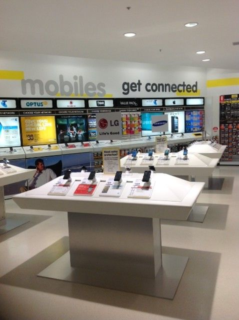 """Dick Smith Holdings Limited (formerly Dick Smith, Dick Smith Electronics or DSE) is a major retailer of consumer electronics, founded in 1968 by Richard """"Dick"""" Smith."""