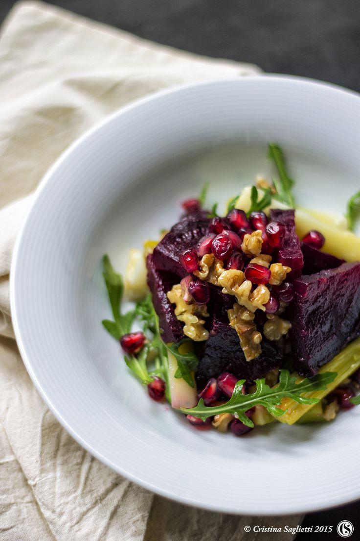 Barbabietola rossa in insalata con noci, porri, rucola e spezie - ispirazioni georgiane nell'aria - un contorno colorato e sfizioso ottimo piatto unico in regime di dieta