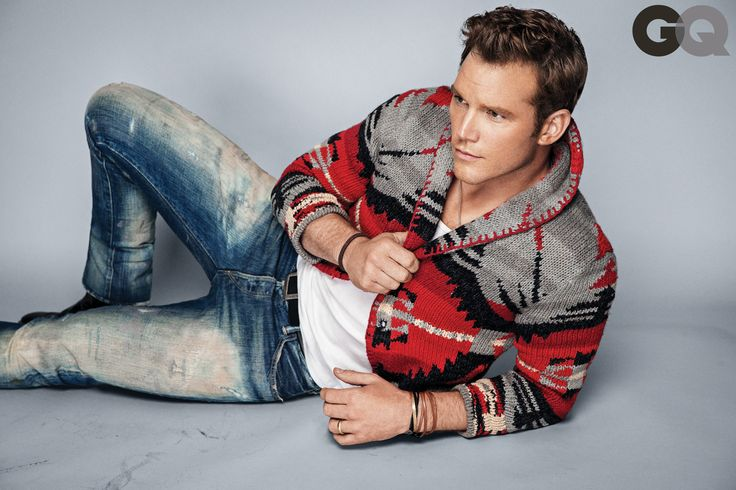 Chris Pratt smolders in GQ's December issue... Chris Pratt with no facial hair *drool*