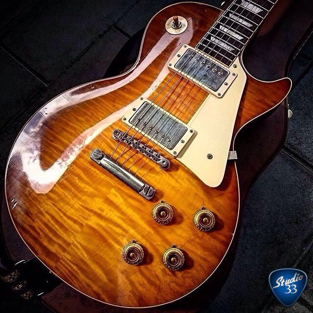 It's always a great day when a #LesPaul is around. Here's a gorgeous shot from @arkay1959 Happy #Gibsunday! Learn to play guitar online at www.Studio33GuitarLessons.com