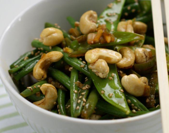 I grønne bønner gjemmer det seg en helsekraft ikke mange er klar over. Nydelige og utrolig raske å tilberede! En grønn bønne-wok byr på smaker hele familien kan like.