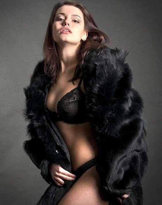 Модные тенденции 2017-18 - Красотки в нижнем белье и шубах- 86 фото В моде фото-обзоры и новинки.  #мода #шубы #парки #мода_фото #норка #песец #модная_шуба #купить_шубу #шубафото #модные_тенденции #фото_шуб #модный_стиль #фото #новинки #тренды #модная_одежда #меховая_мода #мод