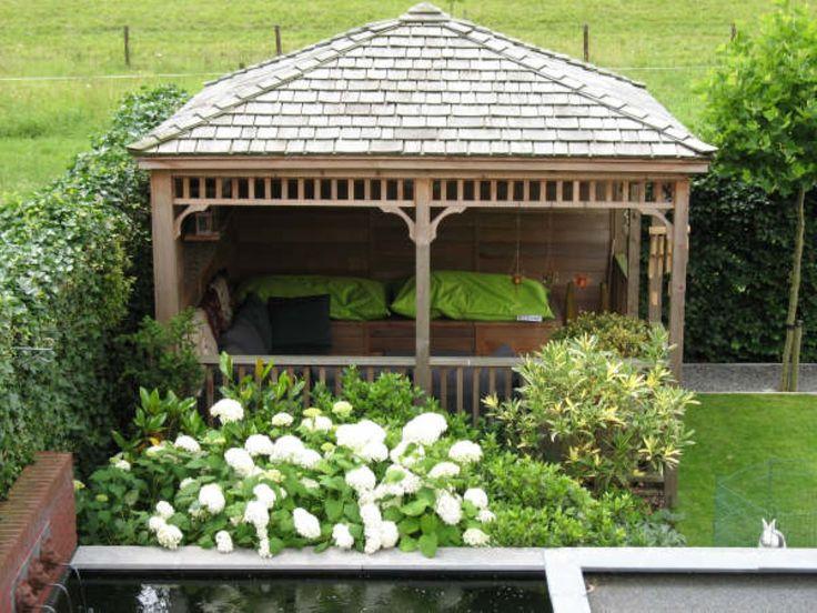 Prieeltjes bij een koikarper vijver in een japanse tuin. | Prins Tuinhuisjes