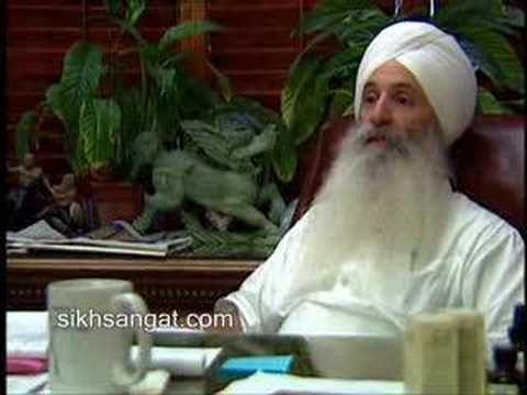 White sikhs, extranjeros que se convierten al sikhismo y que practican kundalini yoga. 3HO (Happy, Healthy, Holy)