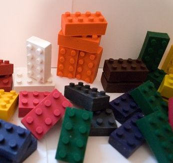 recycled lego crayons - easy diy to follow great idea on using old crayons for new crafts. would be a good project for a birthday party too